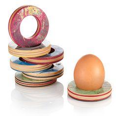 Die Eierbecher bestehen nur aus dem Holz recycelter Skateboards.
