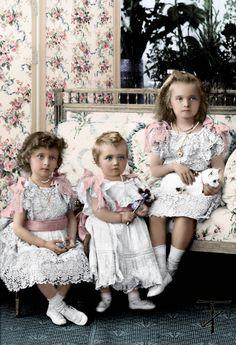 Colourized photo of Grand Duchesses Tatiana, Maria, and Olga (by tashusik) Tsar Nicolas, Tsar Nicholas Ii, Anastasia, February Revolution, Royal Family Trees, Familia Romanov, Grand Duchess Olga, House Of Romanov, Imperial Russia
