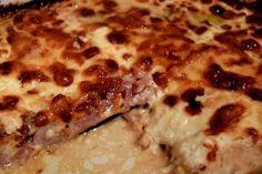 Η γεύση του δεν περιγράφετε με λόγια -να το φτιάξετε όλοι αξίζει και είναι και πανεύκολο !!!! Υλικά για 1 τετράγωνο πυρέξ να χωράει 6 φέτες του τοστ το μέγεθός του 4 μελιτζάνες φλάσκες 12 φέτες μπέικον 12 φέτες τυρί γκούντα σε φέτες του τοστ 1 κρέμα γάλακτος μεσαίο μέγεθος Τι κάνουμε Πλένουμε κόβουμε το …