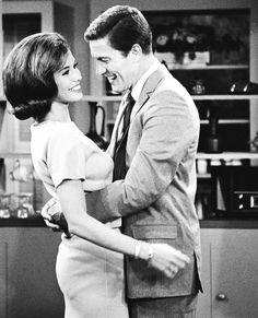 Mary Tyler Moore and  Dick Van Dyke in  The Dick Van Dyke Show, 1960s. Via http://hollywoodlady.tumblr.com/