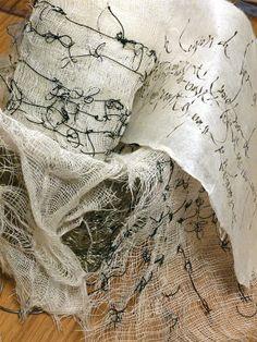 Stéphanie Devaux Textus: Work In Progress - Diy Crafts Art Fibres Textiles, Textile Fiber Art, Textile Artists, Textiles Techniques, Art Techniques, Textile Sculpture, Fabric Journals, Detail Art, Fabric Art