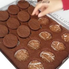 Atıştırmalıklar – The Most Practical and Easy Recipes Mini Cheesecakes, Afternoon Tea, Nutella, Donuts, Panna Cotta, Caramel, Muffin, Food And Drink, Cooking Recipes