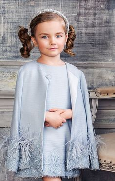 Such a gorgeous outfit for a little girl Little Girl Fashion, Little Girl Dresses, Kids Fashion, Girls Dresses, Flower Girl Dresses, Style Fête, Dress Anak, Outfits Niños, Baby Kind