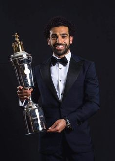 PFA player of the year Mo Salah Salah Liverpool, Liverpool Football Club, Liverpool Fc, Soccer Skills, Soccer Tips, Soccer World, Play Soccer, Mohamed Salah Egypt, Muhammed Salah