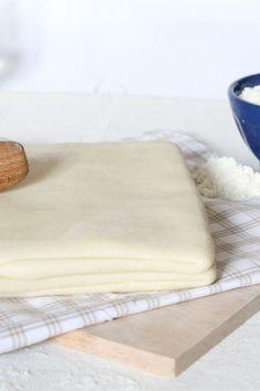 La pasta sfoglia è una preparazione di acqua, farina e burro utilizzata sia nelle preparazioni salate sia in quelle dolci.