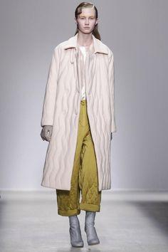 Christian Wijnants Ready To Wear Fall Winter 2014 Paris - NOWFASHION