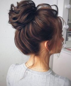 Finding the perfect hairstyles for the homecoming can be extremely difficult. Wedding Hair And Makeup, Hair Makeup, Medium Hair Styles, Short Hair Styles, Girly Hairstyles, Beautiful Hairstyles, Bridal Hair Buns, Hair Knot, Bridesmaid Hair