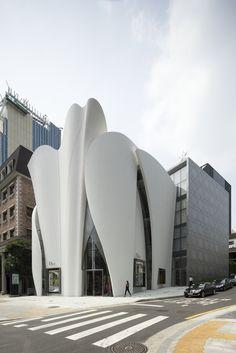 Boutique von Christian de Portzamparc in Seoul / Diors weiße Blüte - Architektur und Architekten - News / Meldungen / Nachrichten - BauNetz.de