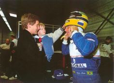 Thierry Boutsen with son Kevin visiting Ayrton Senna in the Williams garage at the start of the 1994 season.