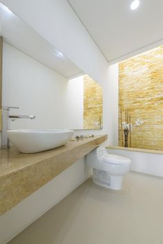 Baño moderno con jardín Bathtub, David, Bathroom, Architectural Firm, Funky Bathroom, Wash Hand Basin, Urban Design, Architects, Standing Bath