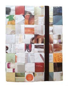 Bloc de notas hecho de material reciclado de Natura con resorte y buen tamaño.  $214.60 pesos.