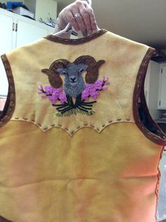 Beaded moose and elk hide vest. Nativity Crafts, Pow Wow, Native American Beading, Beading Projects, Bead Art, Elk, Traditional Outfits, Vests, Moose