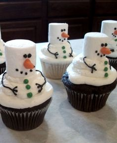 Simple Snowmen Christmas Cupcakes I may have seen this many times before, but it's awfully cute so I will never forget about this idea!