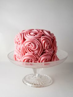 Little cake covered in pink rose frosting design. Pretty Cakes, Beautiful Cakes, Amazing Cakes, Beautiful Things, Mini Cakes, Cupcake Cakes, Rose Frosting, Rose Icing, Vanilla Buttercream