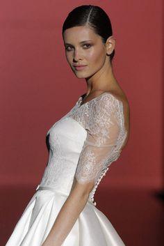 Vestidos de novia elegantes y románticos: Hannibal Laguna en la Bridal Week de Barcelona