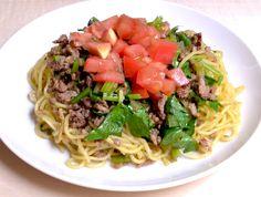 セロリとトマトの焼きそば カレー風味