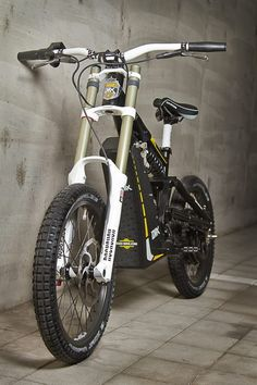 The garage-built EMX – electric motocross soul in a mountain bike's body The EMX bike is offered in Street and Cross (off-road) versions Best Electric Bikes, Electric Bicycle, Electric Off Road Vehicle, Motorcycle Design, Bicycle Design, Eletric Bike, E Mtb, Motorised Bike, Electric Mountain Bike