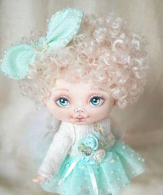 Спасибо большое всем, кто помогал в выборе имени для этой малышки Девочка выбрала себе имя, теперь Ангелочка зовут Малышка Лилу или просто Лу Портретик