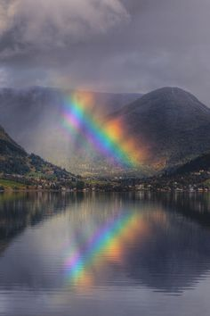 Find images and videos about nature, rainbow and mountains on We Heart It - the app to get lost in what you love. Fire Rainbow, Rainbow Magic, Over The Rainbow, Rainbow Light, All Nature, Amazing Nature, Rainbow Photography, Skier, Rainbow Connection