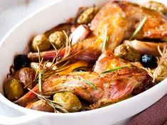 Rabbit with olives and rosemary, 167 calories per serving Coupez ce lapin en morceaux et Rabbit Dishes, Rabbit Food, Rabbit Eating, Wild Game Recipes, Meat Recipes, Rabbit Recipes, How To Cook Rabbit, Carne, Dehydrated Food