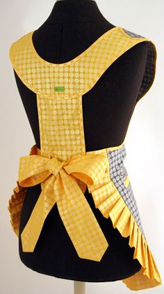 apron back Sewing Aprons, Sewing Clothes, Work Aprons, Apron Designs, Ballet Costumes, Aprons Vintage, Couture, Free Sewing, Sewing Projects