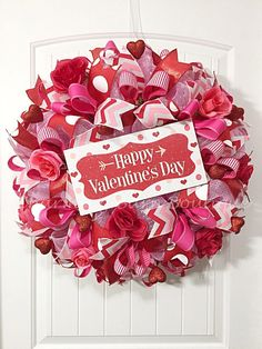 Valentines Day Wreath, Valentines Wreath, Happy Valentines Day Wreath, Valentines Day, Valentines Decor, Heart Decor, Front Door Wreath This Valentines Day wreath will make a cute addition to your valentines decor. This valentines wreath is made with pink deco mesh with metallic