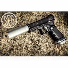The Micro Jefferson is the perfect combo for this full auto Glock G17! Super quiet and a blast to shoot #fullautofriday #fullauto #pistol #machinegun #glock #g17 #9mm #igmilitia #iheartsuppressors #stealthengineeringgroup #segsuppressors #nfafanatics #2ndamendment #weapons #sickguns #guns #gunsdaily #glockporn Available at - https://www.segsuppressors.com/products/9mm-354.html