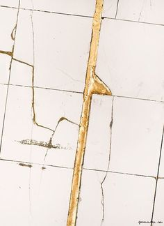 Beautiful gold in the cracks - the Japanese art of #kintsugi, #hollyandco #art #perfectlyimperfect