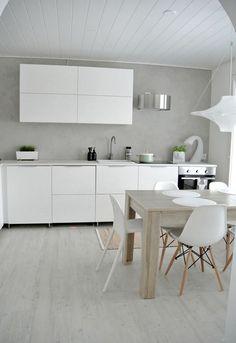 The kitchen is camping in the hallway - My Romodel Bedroom Vintage, Kitchen Dining, Kitchen Decor, Kitchen Sinks, Eames, Scandinavian Kitchen, Minimalist Kitchen, Home Interior, Modern Interior