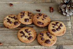 Biscotti al grano saraceno delle feste. Frolle con grano saraceno, ottimi a colazione o con un tè, senza lattosio e senza glutine.