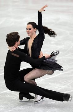 Tessa Virtue and Scott Moir of Canada skate in the Ice Dance Free Dance during the 2013 ISU Four Continents Figure Skating Championships. Virtue And Moir, Tessa Virtue Scott Moir, Figure Skating Costumes, Figure Skating Dresses, Ballet, Baile Jazz, Figure Ice Skates, Tessa And Scott, Ice Skaters