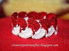 Imagini pentru martisoare crosetate Crochet Cord, Crochet Bracelet, Free Crochet, Crochet Jewellery, Baba Marta, 8 Martie, Crochet Accessories, Raspberry, Projects To Try