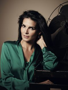 angie harmon - Deep Winter brunette, emerald green is always a great colour. Texas, Jacqueline Obradors, Zoe Mclellan, Simone Missick, Ana Ortiz, Dallas, Gemma Atkinson, Jill Scott, Angie Harmon