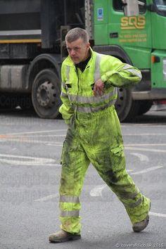 Hi Vis Workwear, Working Men, Construction Worker, Work Wear, Parachute Pants, Fashion, Countries, Outfit Work, Moda