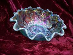 """FENTON ICE GREEN COLOR OPALESCENT CARNIVAL GLASS """"HOLLY"""" PATTERN BOWL"""