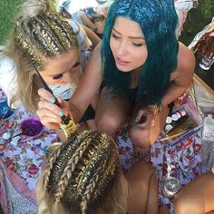 Pin for Later: Les Glitter Roots Sont Officiellement la Plus Grande Tendance de la Saison des Festivals