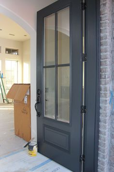 Door painted in Benjamin Moore Wrought Iron. One of the best dark door and trim … Door painted in Benjamin Moore Wrought Iron. One of the best dark door and trim colors. by alisha - Door Benjamin Moore Wrought Iron, Benjamin Moore Exterior, White Dove Benjamin Moore Walls, Dark Doors, Grey Doors, Br House, House Trim, Exterior Paint Colors, Paint Colours