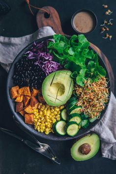 Mexican Taco Bowl With Walnut Dressing ⋆ Fruit Fairy - Buddha bowl rezepte Mexican Food Recipes, Whole Food Recipes, Vegetarian Recipes, Healthy Recipes, Walnuts Nutrition, Whole Foods, Food Photography, Food Porn, Healthy Eating