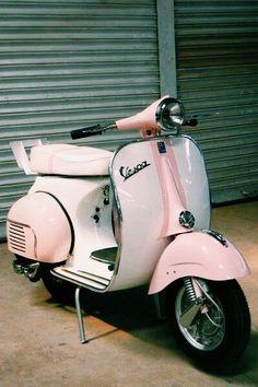Scooters Vespa, Motos Vespa, Moto Scooter, Lambretta Scooter, Scooter Girl, Vespa Motorcycle, Vespa Bike, Piaggio Vespa, Vintage Vespa