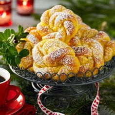 Saffransknutar med vit choklad - Hemmets Journal must get this translated properly Christmas Sweets, Christmas Baking, Swedish Recipes, Bagan, Challah, Croissants, Food Inspiration, Love Food, Sweet Tooth