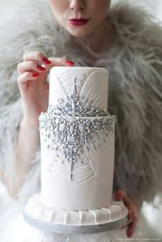 Great Gatsby cake and Feather Stole | Perfect with Amour Eternel Wedding Dress