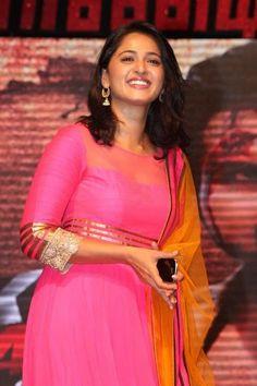 Anushka Shetty- anushka,anushka hot,anushka photos,Latest News,movies,Wallpapers,Photos, Videos: Anushka shetty yoga teacher