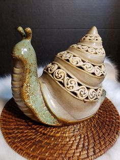 This beautiful ceramic snail can be used as indoor or outdoor decor. x x It has green, brown and cream colors. Please don't hesitate to ask me any questions! Thank you for visiting Slab Pottery, Ceramic Pottery, Ceramic Art, Pottery Animals, Ceramic Animals, Animal Sculptures, Sculpture Art, Indoor Outdoor, Outdoor Decor