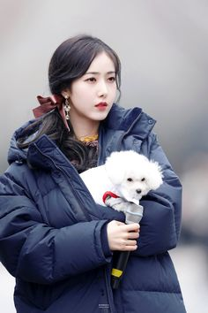 GFriend SinB and baby Angkko 🖤 Kpop Girl Groups, Korean Girl Groups, Kpop Girls, Gfriend Profile, Sinb Gfriend, Fan Picture, G Friend, Entertainment, Cute Korean