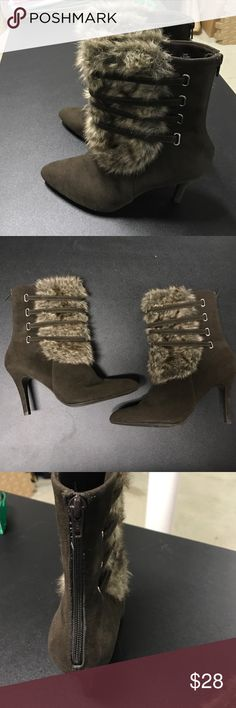 Worthington SZ 9 Like new, dark brown with faux fur. Zips in the back. Approx. 3 inch heel. Very nice! Worthington Shoes Ankle Boots & Booties