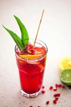 Pomegranate Sangria - Cooking with Tenina Summer Recipes, New Recipes, Favorite Recipes, Easter Recipes, Recipies, Christmas Lunch, Christmas Drinks, Christmas 2014, Italian Cream Soda