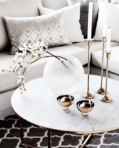 wohnzimmer Admirable design gold Home Ideas Living Room Admirable Gold Living Room Design Ideas New Home Coffee Table Styling, Decorating Coffee Tables, Coffe Table, Room Decor For Teen Girls, Decoration Table, Gold Decorations, New Furniture, Luxury Furniture, Home Decor Accessories