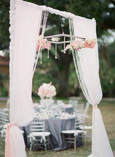Beautiful navy and pink wedding decor Photo: Justin DeMutiis Photography