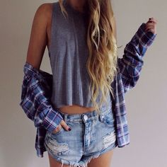 Jean shorts, flannel, and a tank- cute casual summer outfit Look Fashion, Teen Fashion, Fashion Outfits, Womens Fashion, Estilo Jeans, Casual Outfits, Cute Outfits, Quoi Porter, Tumblr Outfits