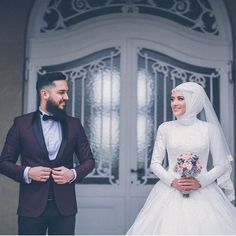 You will find different rumors about the annals of the marriage dress; Bridal Hijab, Hijab Bride, Wedding Hijab, Wedding Poses, Wedding Photoshoot, Wedding Couples, Wedding Bride, Bride Groom, Floral Wedding